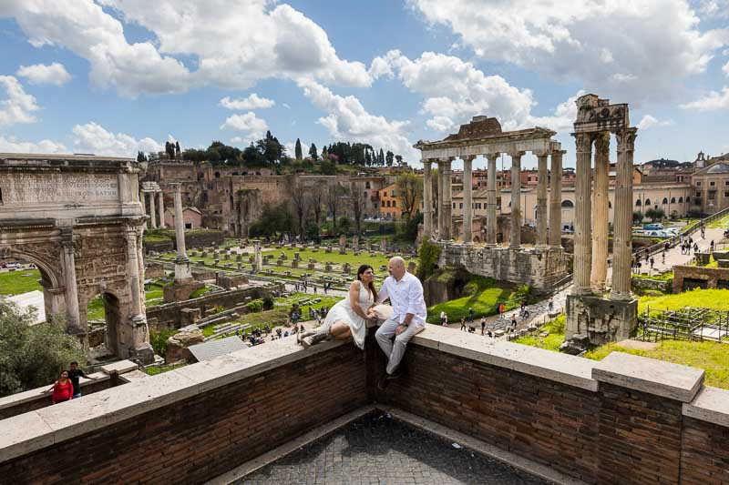 Posed before the ancient roman forum. Couple photo session in Rome