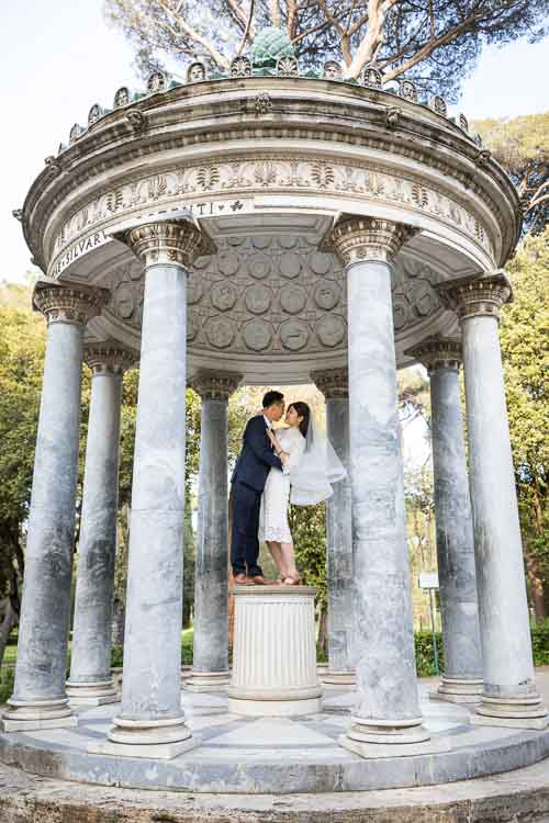 Kissing pictures at a park temple