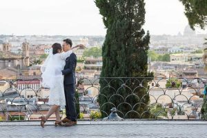 Wedding photo session overlooking the roman rooftops