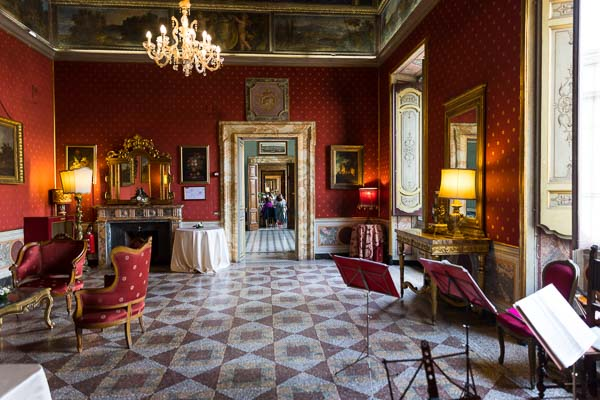 Palazzo Ferrajoli interior wedding venue