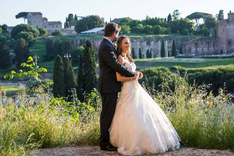 Taking nuptials pictures at the Roman Colosseum