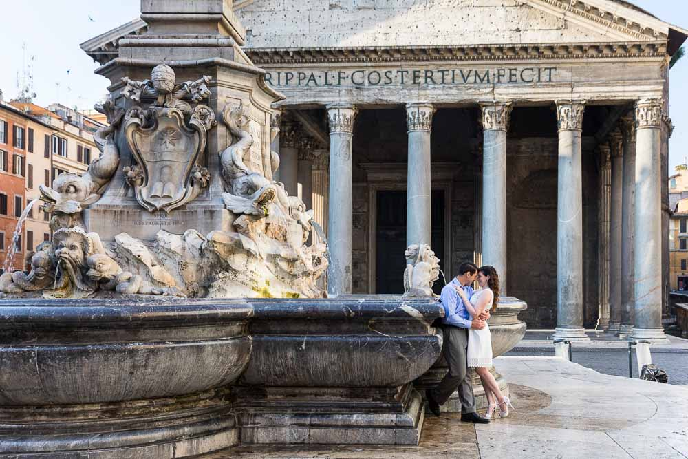 Portrait picture of a couple at the Roman Pantheon during a photo shoot
