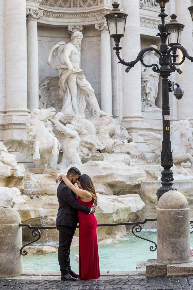Taking a unique portrait picture of a couple together at the Trevi fountain