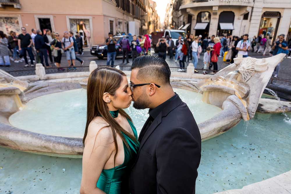 Barcaccia water fountain couple kissing portrait