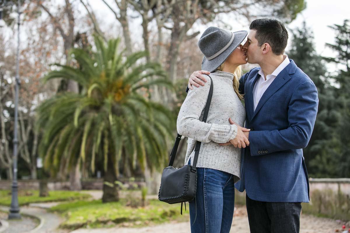 Portrait kiss in a green park