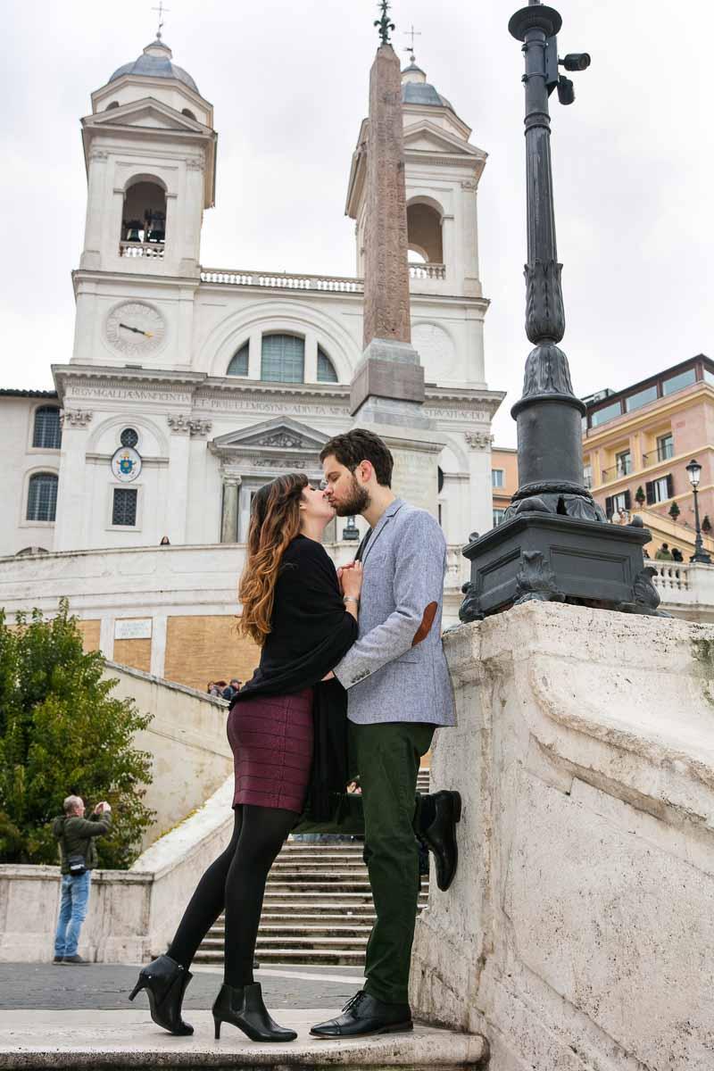 Kissing on Scalinata Trinita dei Monti