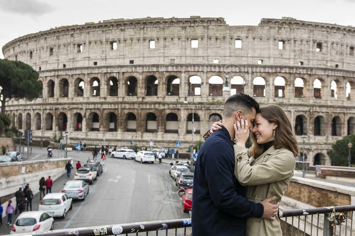 Romantic photo session before the roman colosseum