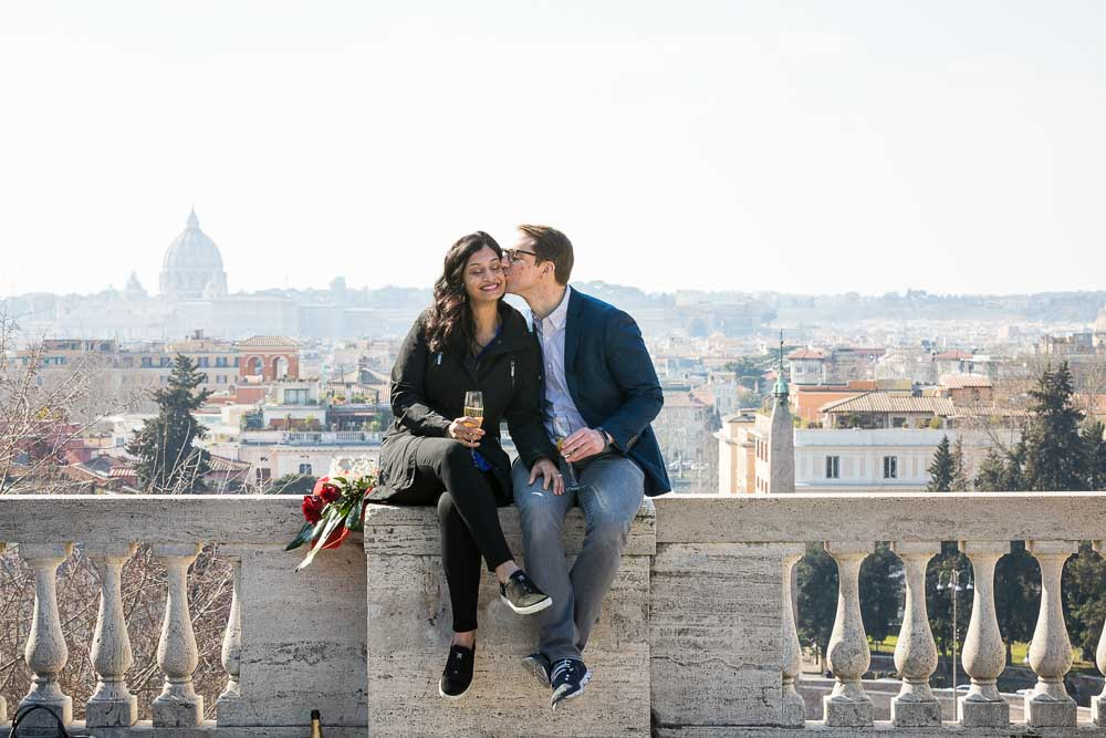 Couple kiss in Rome. Photography session