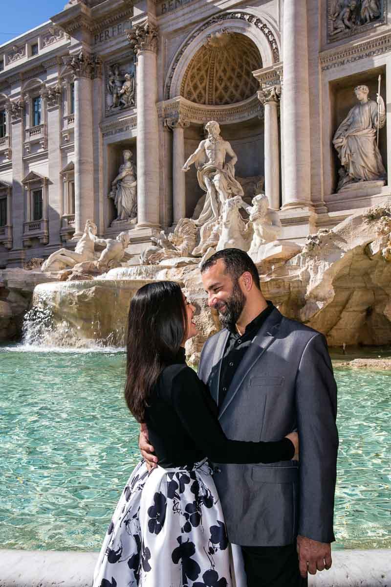 Posed couple photography. Fontana di Trevi