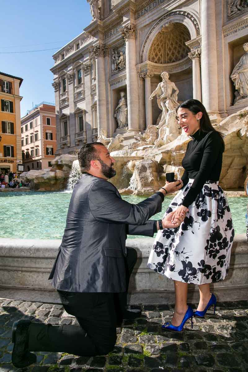 Surprise wedding marriage proposal improvised in Rome's Trevi fountain
