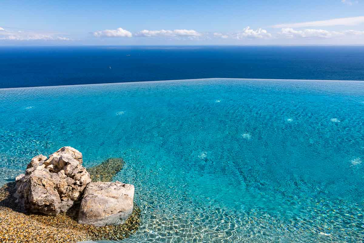Infinity pool meets the Mediterranean sea