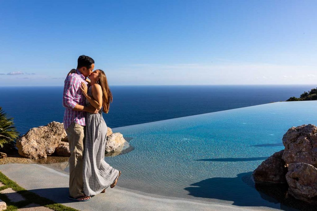 Kissing next to a swimming pool which resembles the Italian sea