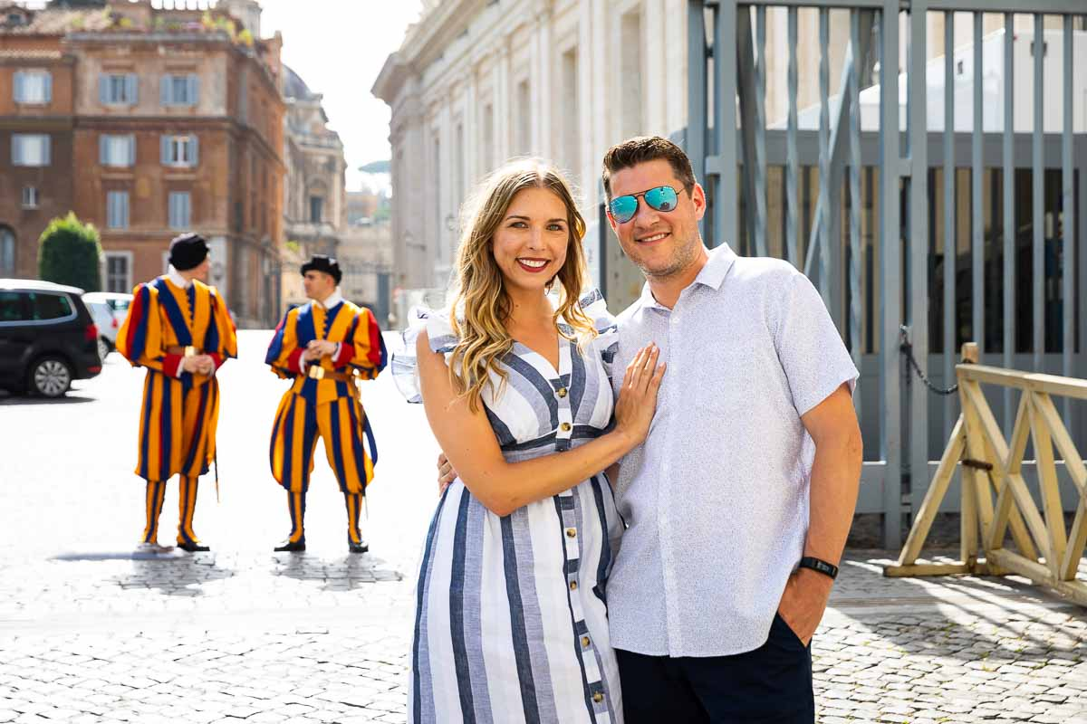 Couple portrait taken in front of the Swiss guards
