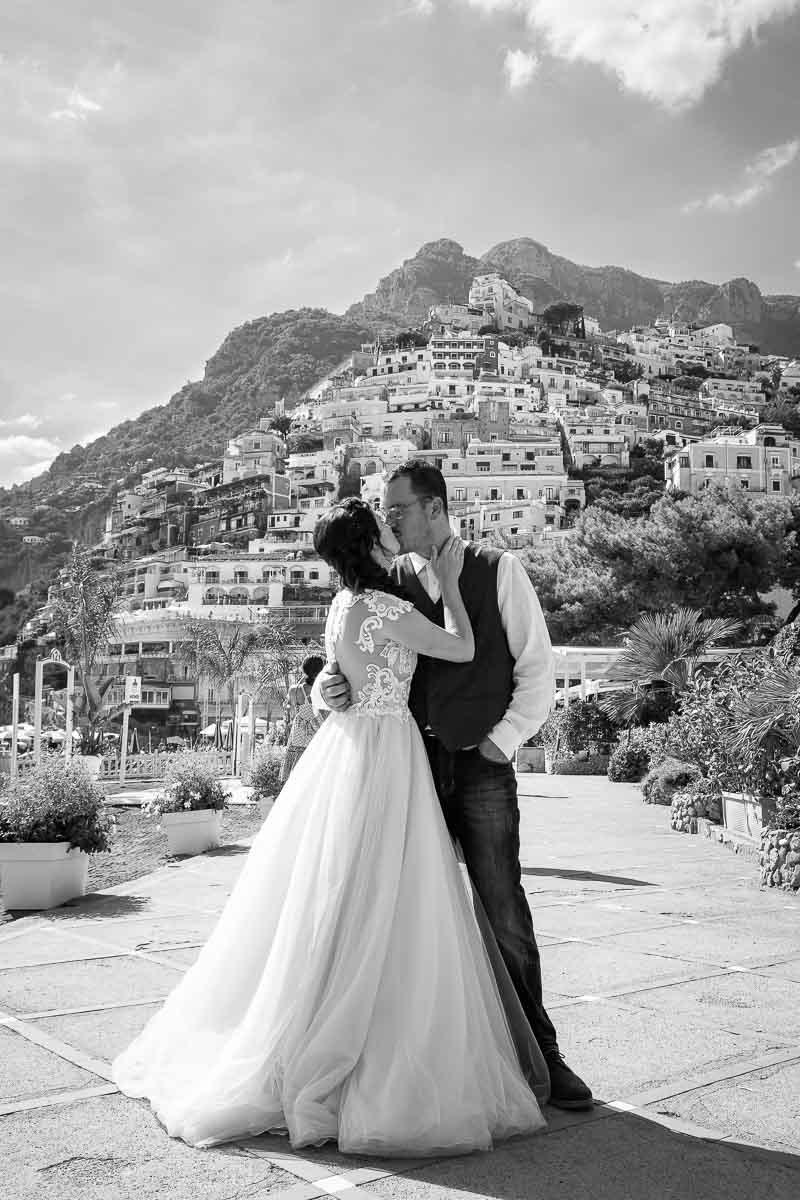 Black and white couple wedding photo on the Italian Amalfi riviera