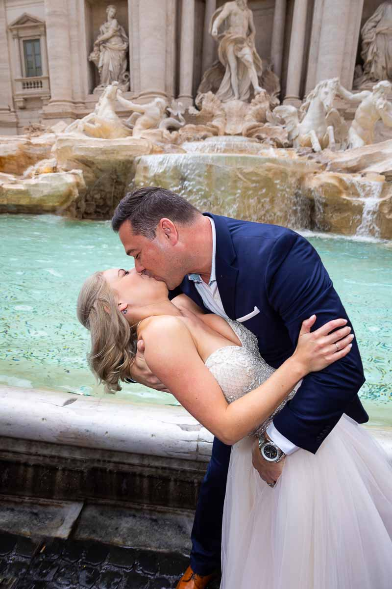 The dip posing and kissing for a picture in Rome's Trevi fountain
