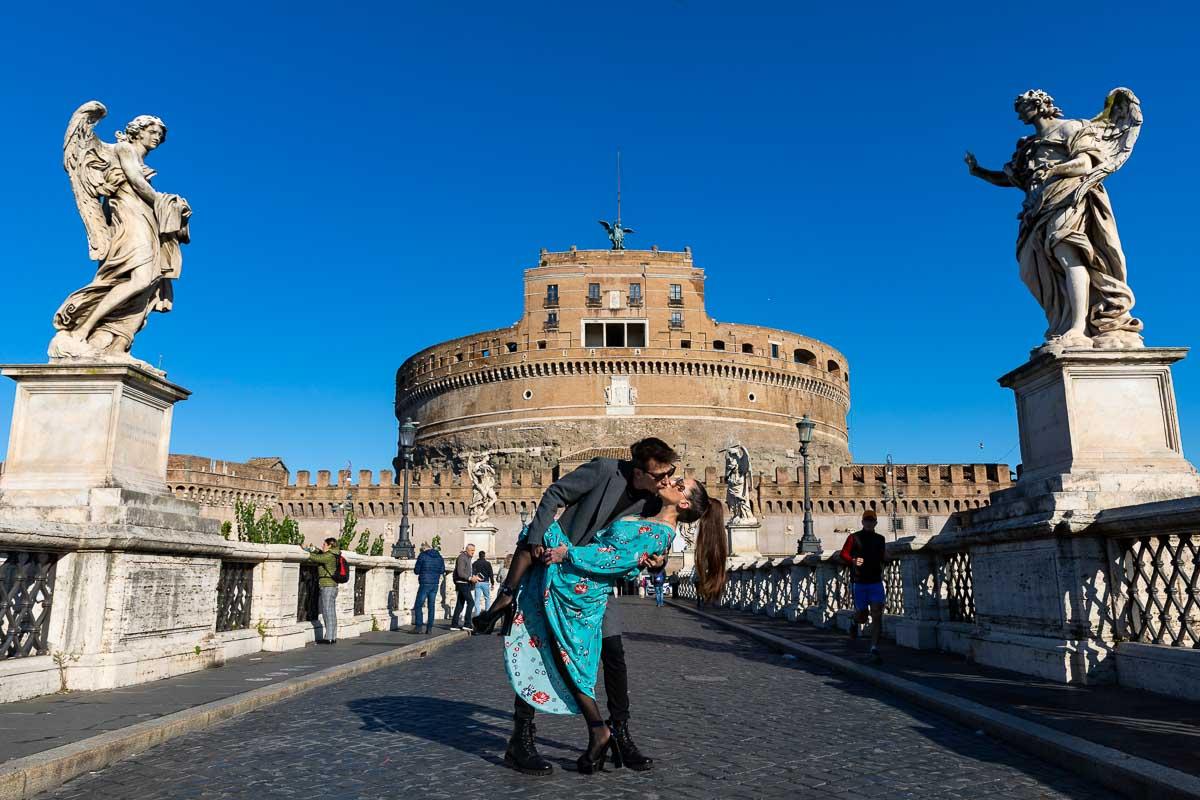 Kissing in front of Castel Sant'Angelo bridge