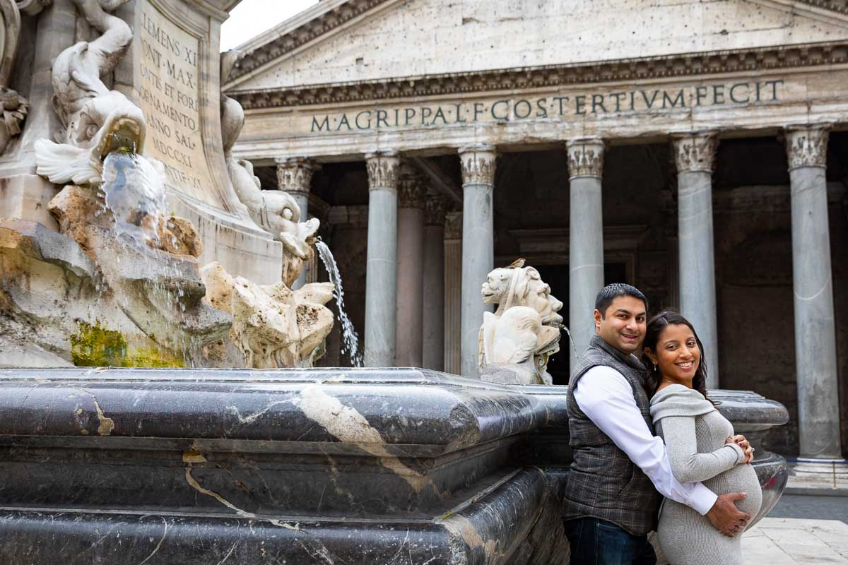 Maternity couple photoshoot in Rome taking pictures at the Pantheon