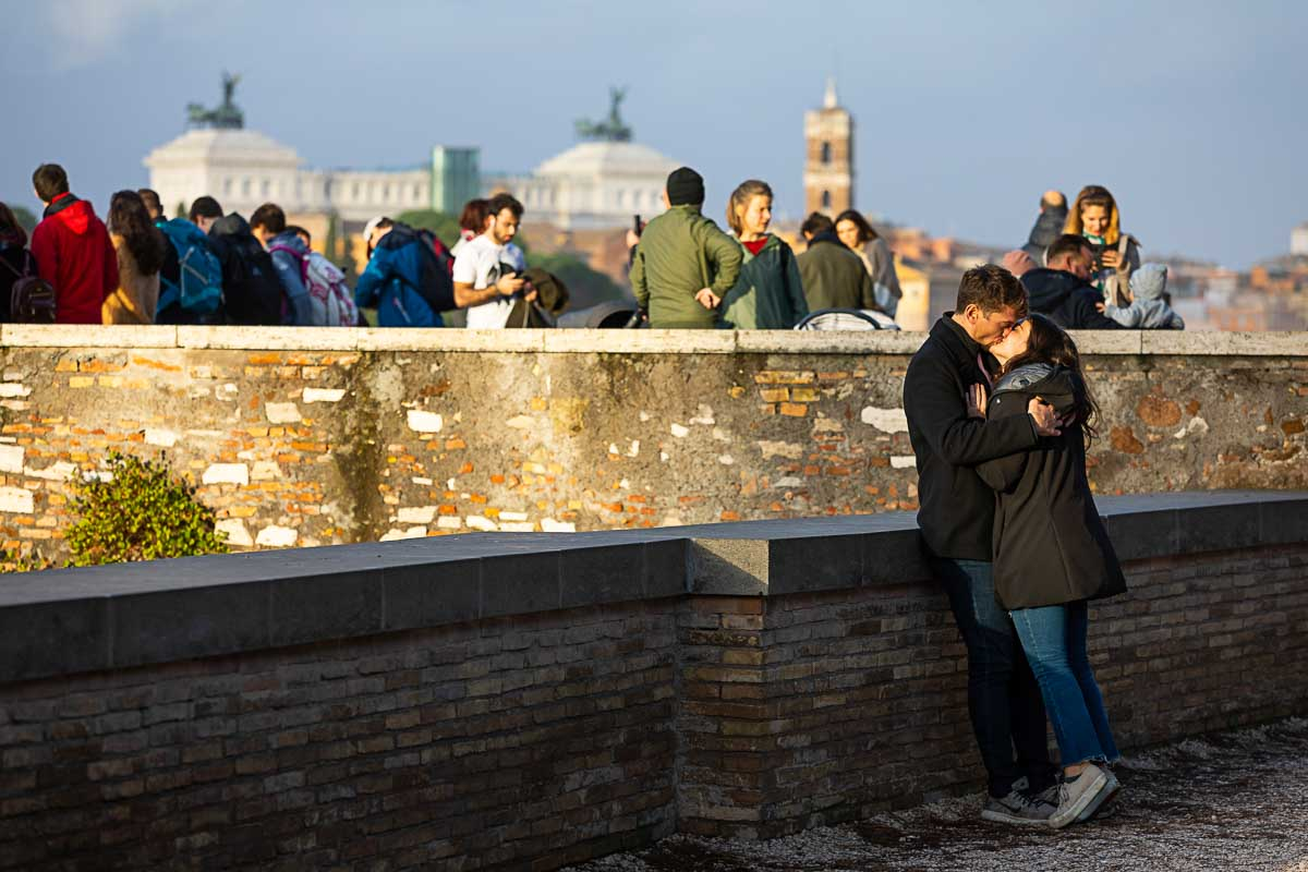 Kissing on the Orange garden terrace with a once of a kind view of the city from above