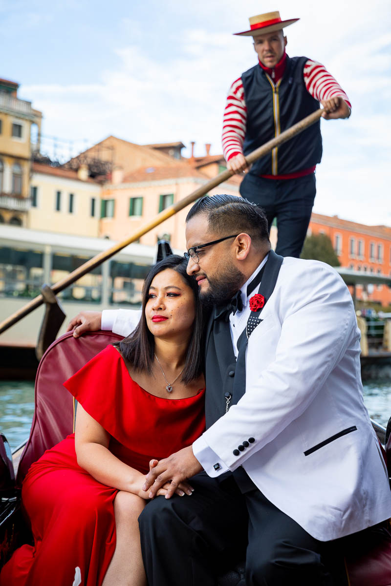 Venetian photoshoot on a gondola during canal grande crossing