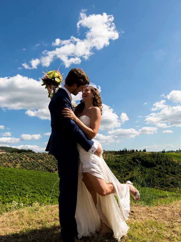 Countryside bride and groom photography in Tuscany Italy