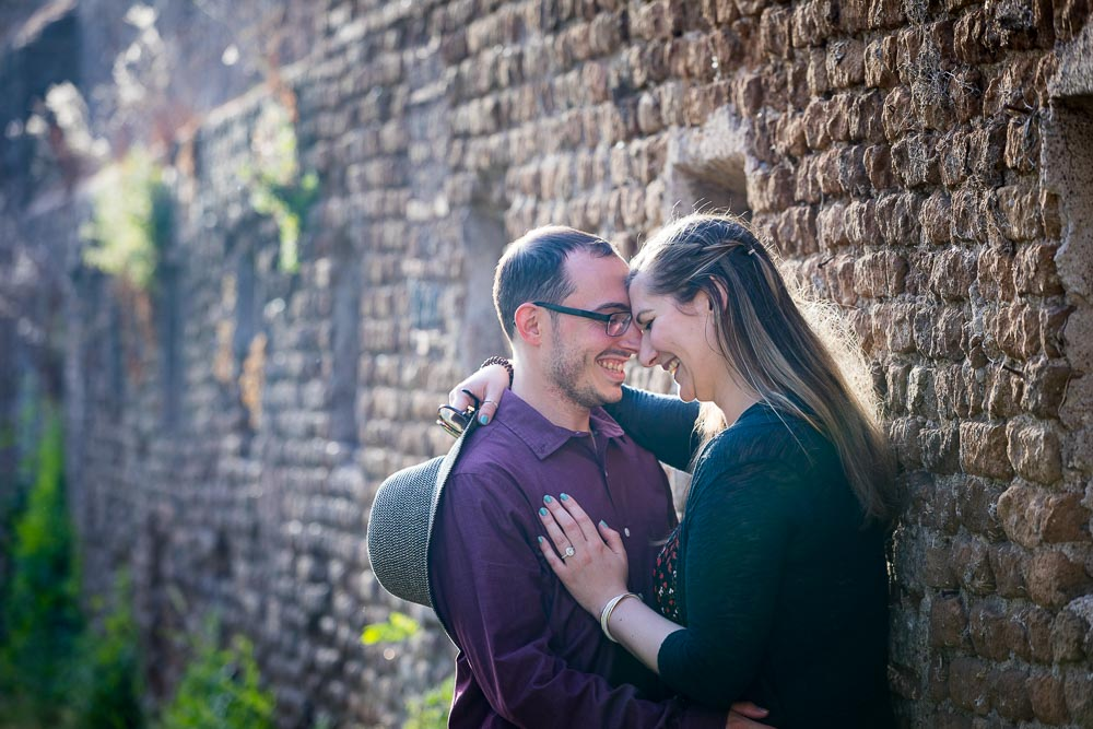 Together and in love in Italy. Photoshooting by ancient roman walls