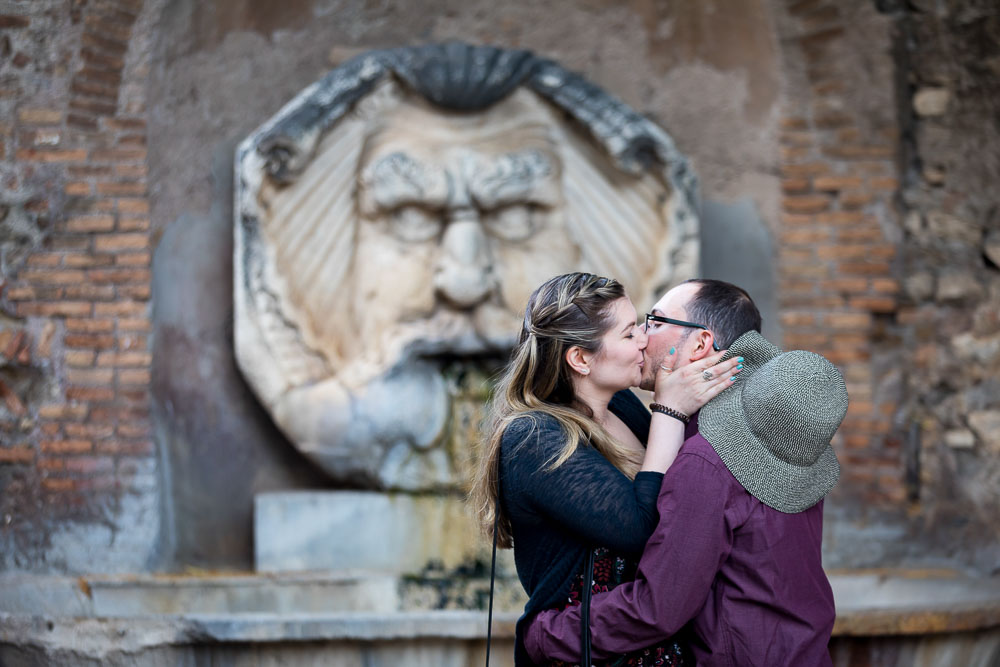 Kissing in front of an ancient marble statue